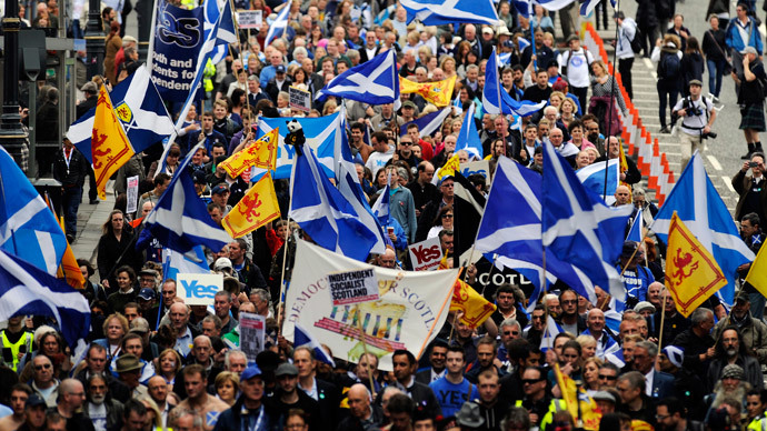 Pro-independence supporters march in Edinburgh on September 21, 2013 for a march and rally in support of a yes vote in the Scottish Referendum to be held on September 18, 2014. (AFP Photo / Andy Buchanan)