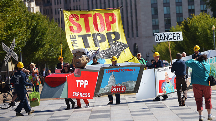 Demonstrators protesting against the Trans-Pacific Partnership (TPP) are seen on Pennsylvania Avenue, near the White House, on September 24, 2013 in Washington, DC. (AFP Photo / Mandel Ngan)