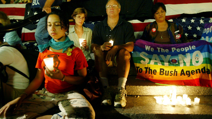 A group of people take part in a candlelight vigil during a protest in New York's Union Square Park, September 2, 2004. The protest was held on the last day of the Republican National Convention. (AFP Photo)