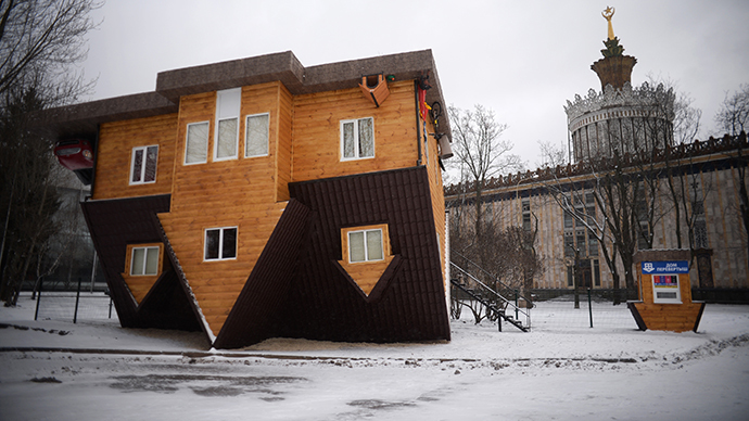 An upside-down house at the All-Russian Exhibition Center (VVC) in Moscow. (RIA Novosti / Valeriy Melnikov)