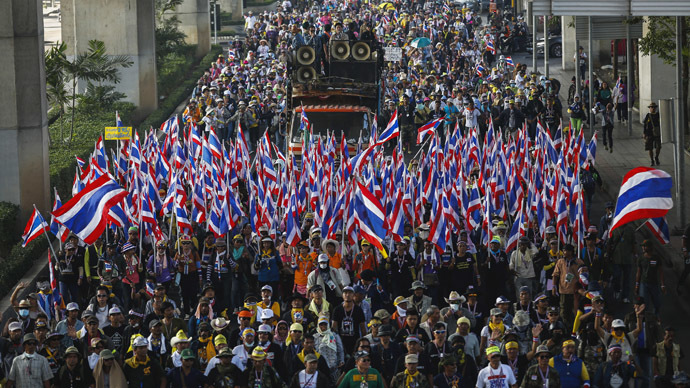 Anti-government protesters march during a rally in central Bangkok January 17, 2014. (Reuters/Athit Perawongmetha)