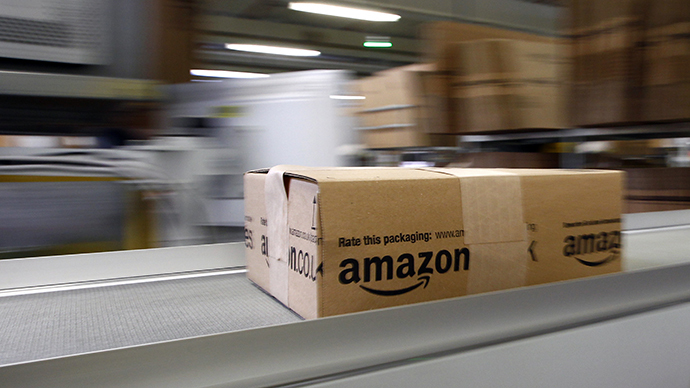 A parcel moves on the conveyor belt at Amazon's logistics centre (Reuters / Michaela Rehle)