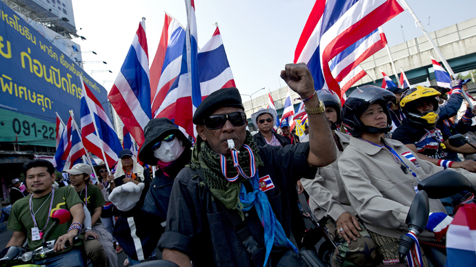 Thai anti-government protesters parade during a rally in Bangkok on January 19, 2014 (AFP Photo)