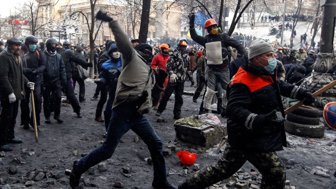 Protesters throw stones towards riot police in Kiev January 23, 2014.(Reuters / Vasily Fedosenko )