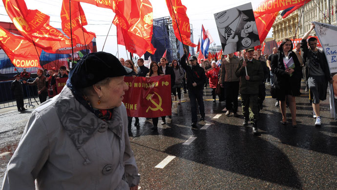 Supporters of the Communist Party during thev May Day procession held from the Kaluzhskaya metro station to Teatralnaya Square.(RIA Novosti / Vladimir Vyatkin)
