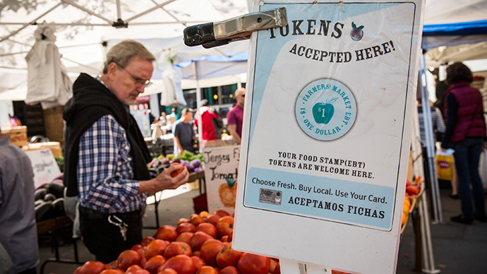 A sign displays that a shop accepts Electronic Benefits Transfer (EBT), more commonly known as Food Stamps, in the GrowNYC Greenmarket in Union Square on September 18, 2013 in New York City. (AFP Photo / Getty Images / Andrew Burton)