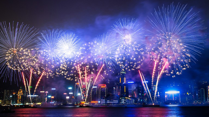 Fireworks illuminate the city's skyline in Hong Kong (AFP Photo / Philippe Lopez)