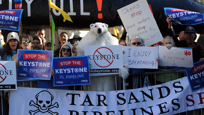 Protesters against the proposed Keystone XL pipeline hold placards across the street from where US President Barack Obama attends a Democratic Party fundraising event in San Francisco, California (AFP Photo / Jewel Samad)