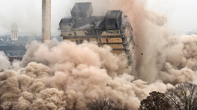 A university tower collapses during the blasting of the 116 meters building in Frankfurt am Main, western Germany, on February 2, 2014. (AFP Photo / Boris Roessler)