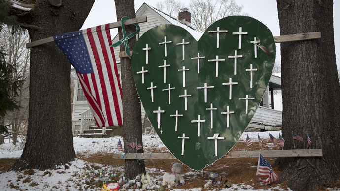 A heart is emblazoned with crosses to commemorate the 26 Sandy Hook Elementary School shooting victims in Sandy Hook village in Newtown, Connecticut December 13, 2013. (Reuters/Carlo Allegri)
