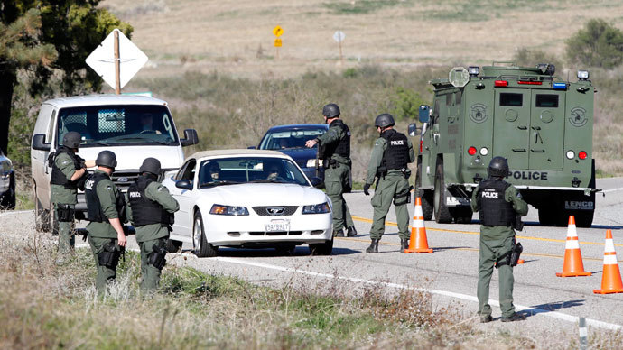 Armed police officers search vehicles driving south in Yucaipa February 12, 2013, during the manhunt for fugitive former Los Angeles police officer Christopher Dorner.(Reuters / Alex Gallardo)