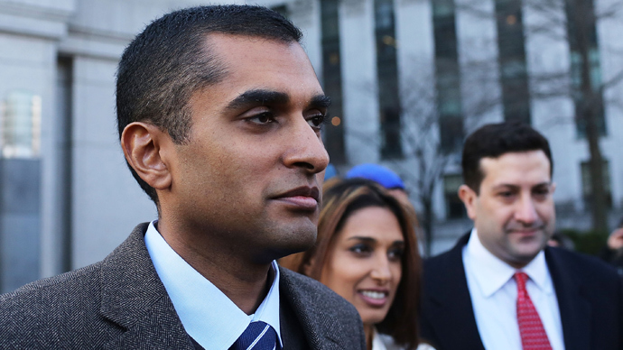 Mathew Martoma (L) walks with his wife Rosemary (C) and his lawyer after leaving Manhattan federal court, following his arraignment on insider-trading charges on January 3, 2013 in New York City. (Spencer Platt / Getty Images / AFP)