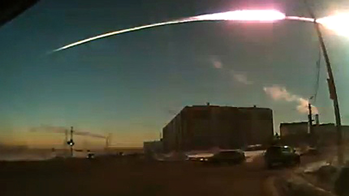 The trace of a flying object in the sky over Chelyabinsk (still from a dashboard camera). (Photo courtesy of Nakanune.ru / RIA Novosti)
