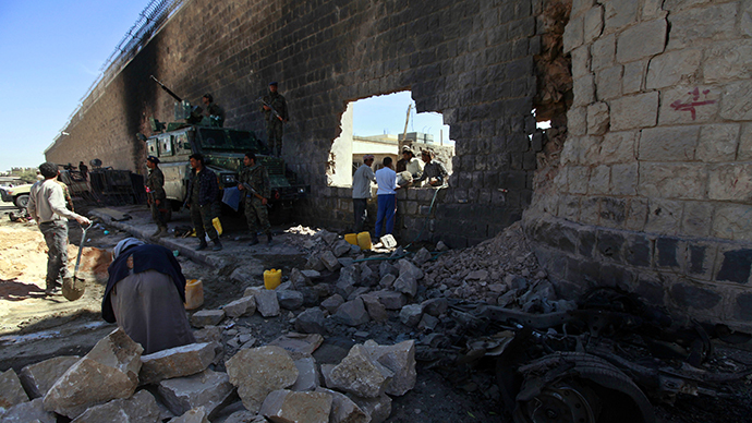 Workers rebuild the main prison wall after an explosion outside the central prison in Sanaa February 14, 2014. (Reuters / Mohamed Al-Sayaghi)