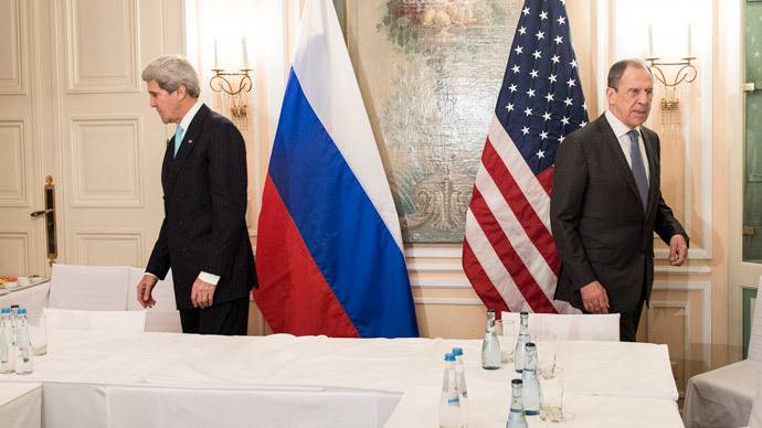 US Secretary of State John Kerry (L) and Russian Foreign Minister Sergey Lavrov take their seats prior to a meeting on January 31, 2014 in Munich, Germany. (AFP Photo / Pool / Brendan Smialowski)