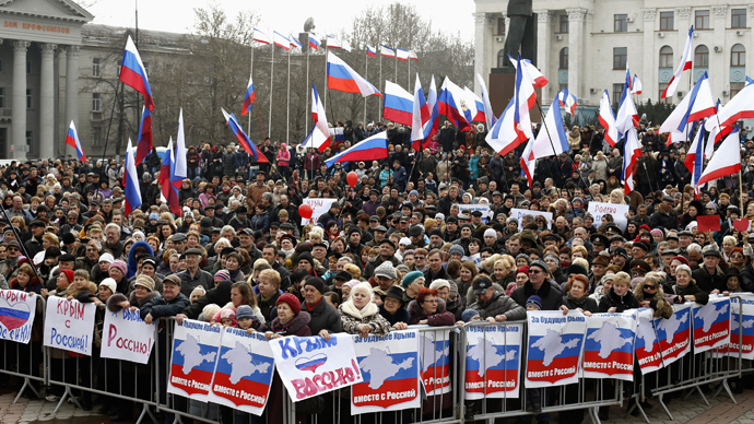 Pro-Russian supporters attend a rally in Simferopol, March 9, 2014 (Reuters / Vasily Fedosenko)