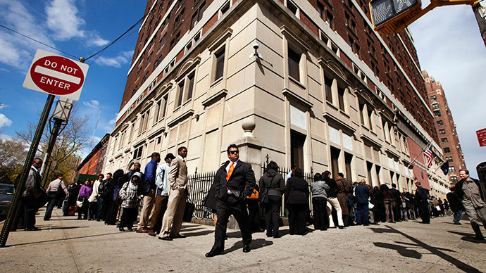 Jobseekers stand in line to attend the Dr. Martin Luther King Jr. career fair held by the New York State department of Labor in New York (Reuters / Lucas Jackson)