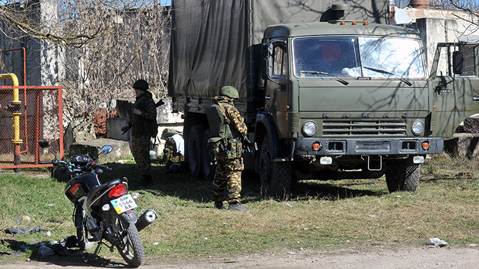Armed men in military fatigues stand guard in the small Crimean city of Bakhchisaray on March 3, 2014. (AFP Photo / Genya Savilov)