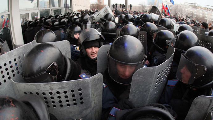 Pro-Russian protesters clash with police as they storm a regional state administration building in the eastern Ukrainian city of Donetsk on March 5, 2014.(AFP Photo / Alexander Khudoteply)