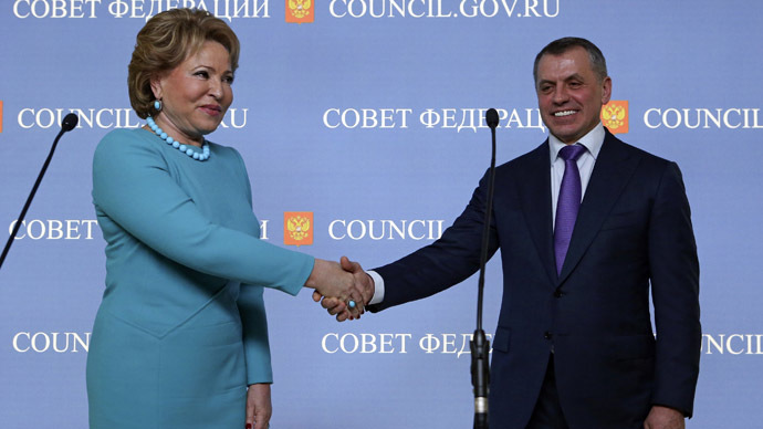 Head of the Russian Federation Council Valentina Matviyenko (L) shakes hands with head of the delegation and speaker of the Crimean parliament Vladimir Konstantinov during a news conference at the Federation Council headquarters in central Moscow, March 7, 2014 (Reuters/Sergei Karpukhin)