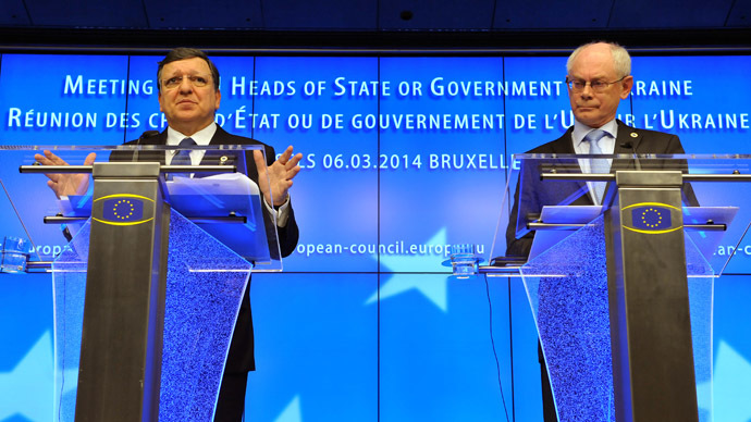 European Commission president Jose Manuel Barroso (L) and EU President Herman Van Rompuy adress the media at the EU Council building in Brussels, on March 6, 2014, following an emergency summit on the crisis in Ukraine. (AFP Photo)