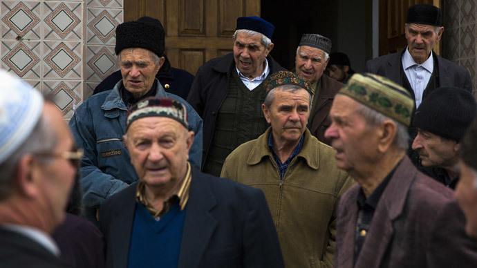 Crimean Tatars talk after praying in the Khan Chair mosque in Bakhchisaray, near Simferopol (Reuters / Thomas Peter0