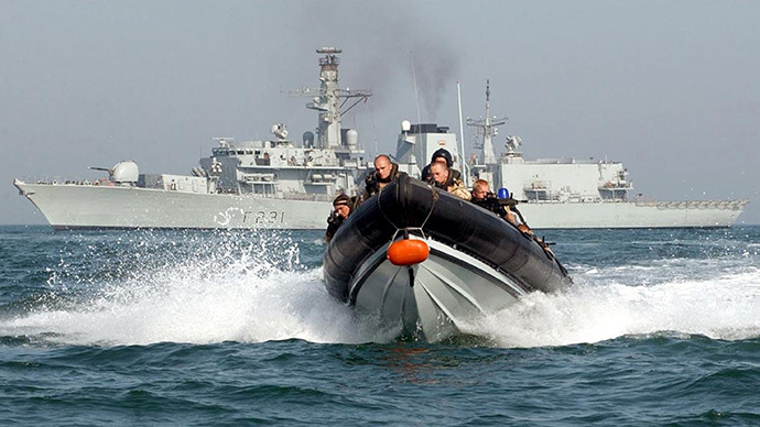 Royal Marine Boarding Team in front of the HMS Argyll (AFP Photo / Mod)
