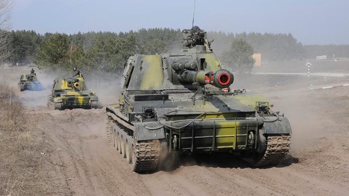 Ukrainian tanks take part in a military exercise near Kharkiv March 14, 2014 (Reuters / Stringer)