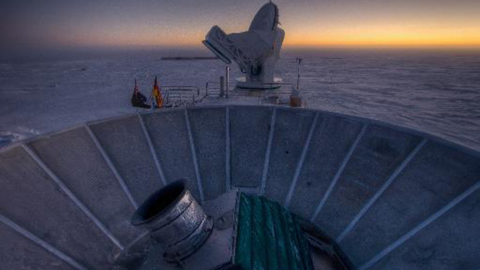 This undated handout photo courtesy of Steffen Richter shows the sun as it sets behind BICEP2 (in the foreground) and the South Pole Telescope (in the background) (VagabondPix.co/AFP, Steffen Richter)