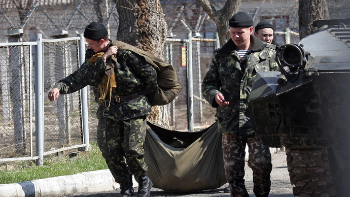Servicemen in the 36th Separate Coastal Defense Brigade of the Ukrainian Navy leaving the military unit in Perevalnoe village. (RIA Novosti / Taras Litvinenko)