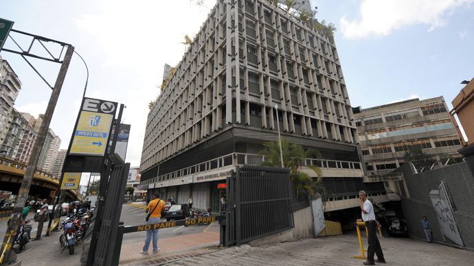The entrance gate to the commercial building where the Israeli embassy in Caracas is located (AFP Photo / Juan Barreto)