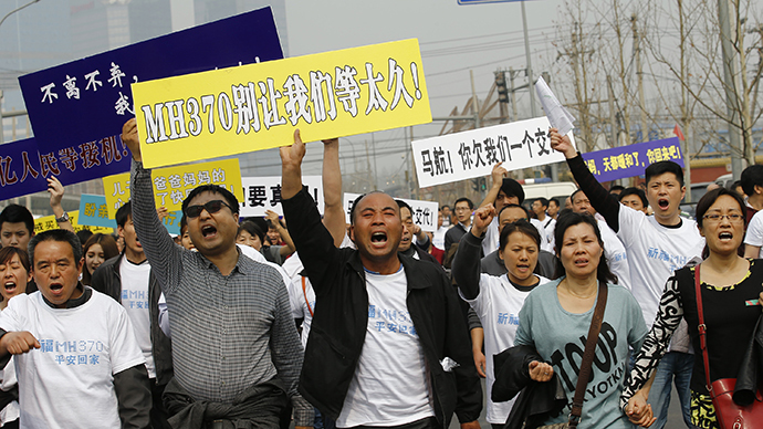 Family members of passengers aboard Malaysia Airlines MH370 shout slogans as they march toward the Malaysian embassy in Beijing, March 25, 2014. (Reuters / Kim Kyung Hoon)
