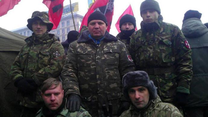 Aleksandr Muzychko (C) (Photo from facebook.com)