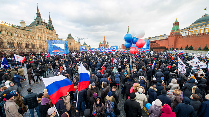 Pro-Kremlin activists rally at the Red Square in Moscow (AFP Photo / Dmitry Serebryakov)
