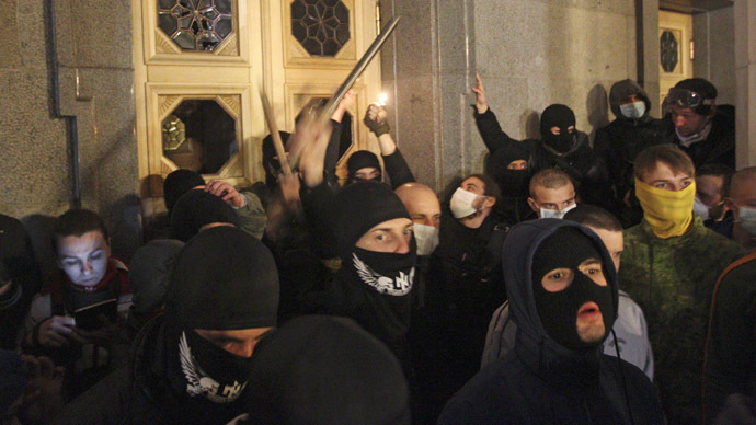 Activists of the Right Sector movement and their supporters gather outside the parliament building to demand the immediate resignation of Internal Affairs Minister Arsen Avakov, in Kiev March 27, 2014.  (Reuters/Vasily Fedosenko)