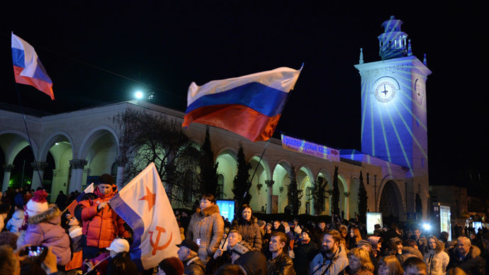 Crimean residents at the railway station in Simferopol celebrating as clocks are moved to Moscow time. (RIA Novosti / Mihail Mokrushin)