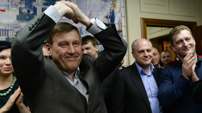 Anatoly Lokot (left), Novosibirsk mayoral candidate and State Duma deputy from the Russian Communist Party, at the press briefing on the preliminary results of the early mayoral election in Novosibirsk at the party's regional committee.(RIA Novosti / Alexandr Kryazhev)