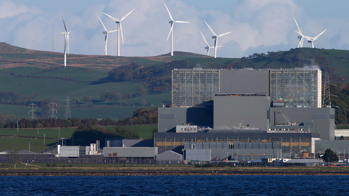 Wind turbines are seen behind Hunterston nuclear power station in West Kilbride, Scotland (Reuters / Suzanne Plunkett)