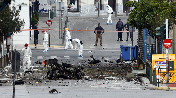 Forensic experts search for evidence on a street where a car bomb went off in Athens April 10, 2014.(Reuter / Alkis Konstantinidis)