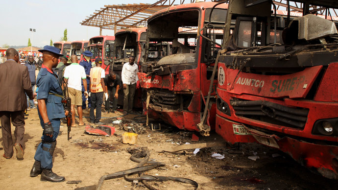 Bomb experts search for evidences in front of buses at a bomb blast scene at Nyanyan in Abuja April 14, 2014. (Reuters / Afolabi Sotunde)