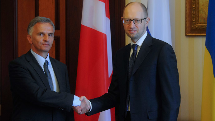 Ukraine's Prime Minister Arseny Yatseniuk (R) shakes hands with Swiss President and Foreign Minister Didier Burkhalter during a meeting in Kiev April 14, 2014. (Reuters / Andrew Kravchenko / Pool)