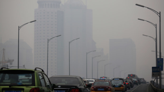 An overpass is crowded with cars amid the heavy haze in Beijing February 23, 2014. (Reuters / Kim Kyung-Hoon)
