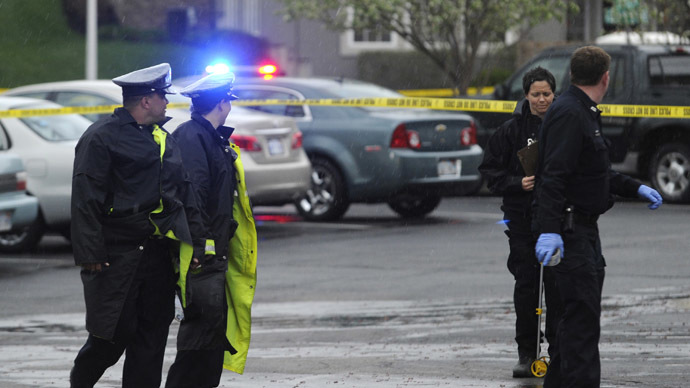 Authorities investigate the scene of a shooting at Village Shalom, an assisted living center in Overland Park, Kansas April 13, 2014.  (Reuters/Dave Kaup)
