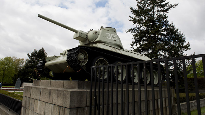 A World War II era Soviet T-34 tank is on display at the Soviet War memorial near Berlin's Brandenburg Gate on April 15, 2014.  (AFP Photo)