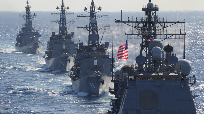 US guided missile cruiser (R) leads Japanese destroyers during the 'Keen Sword', a US-Japan military exercise at the Pacific Ocean  (AFP Photo / Toshifumi Kitamura)