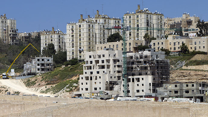 A general view taken on April 8, 2014 shows Israeli construction cranes and excavators at a building site of new housing units in the Jewish settlement of Neve Yaakov, in the northern area of east Jerusalem. (AFP Photo / Ahmad Gharabli)