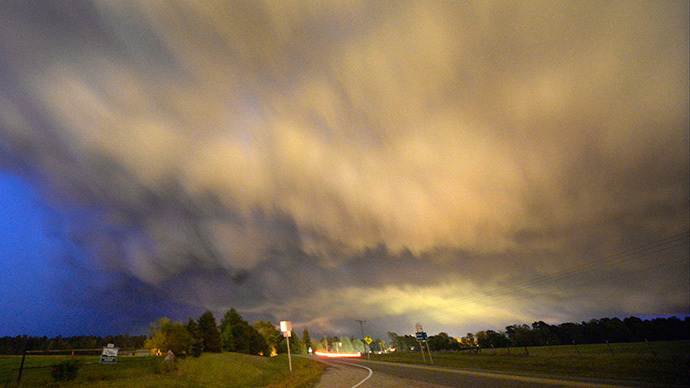A low-level thunderstorm supercell passes over the area of Hampton, Arkansas (Reuters / Gene Blevins)
