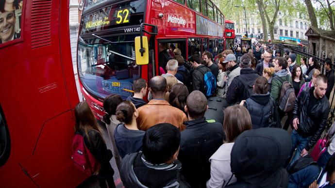 Commuters jostle for access to buses near Victoria station in London, on April 29, 2014, as a planned 48 hour underground train strike came into effect late Monday night. (AFP Photo / Leon Neal)