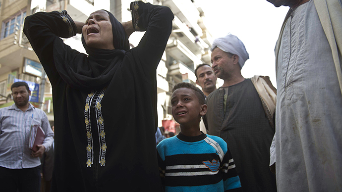 Egyptians react outside the courtroom in Egypt's southern province of Minya after an Egyptian court sentenced Muslim Brotherhood leader Mohamed Badie and other alleged Islamists to death on April 28, 2014. (AFP Photo / Khaled Desouki)