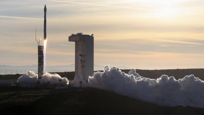 An Atlas 5 ULA (United Launch Alliance) rocket (Reuters / Gene Blevins)